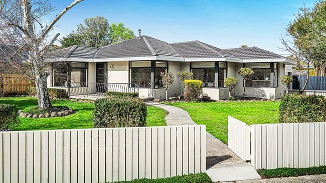 "<a href=""https://www.realestate.com.au/property-house-vic-mooroolbark-131928326"" target=""_blank"">45 Bellara Drive, Mooroolbark</a> — $600,000-$660,000."