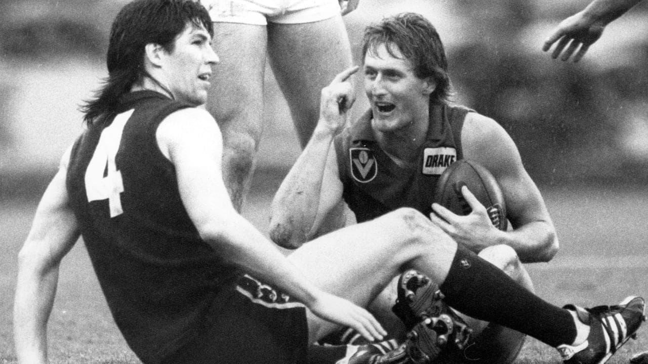 Jamie Duursma marks in front of Stephen Kernahan in 1988.