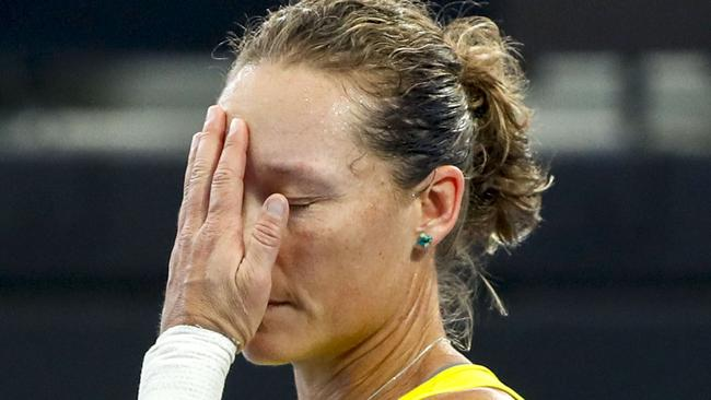 Stosur shocker leaves Aussies hanging