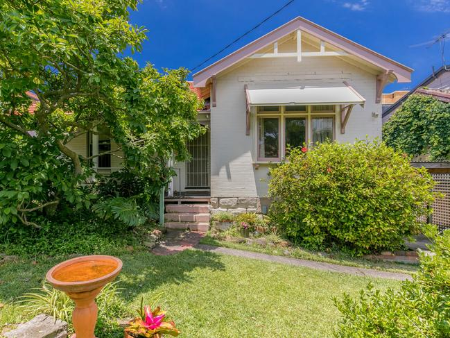 This Neutral Bay deceased estate sold $520,000 above reserve with 21 buyers registering.