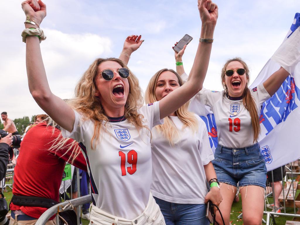 England fans were going wild.