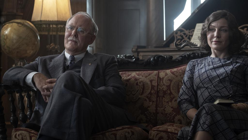 John Lithgow plays a mentor character to Mason while Juliet Rylance portrays Della Street.