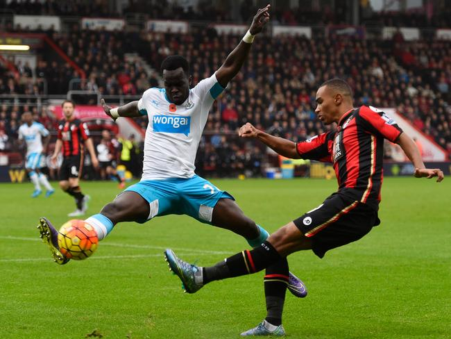 Cheick Ismael Tiote (L), playing for Newcastle United in the Premier League.