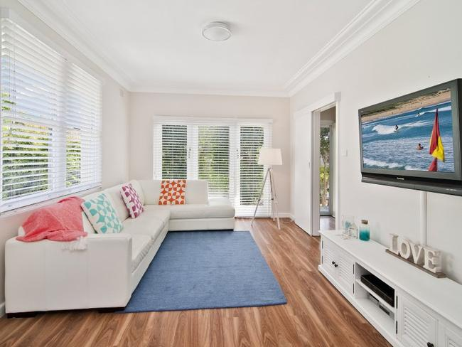 17 Walkom Ave, Forestville, sold at auction for $1.67 million. NSW Real Estate.