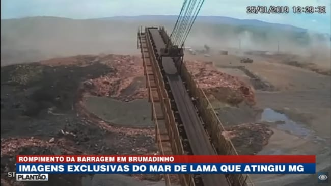 Toxic matter from the dam builds into a mudslide, leaving more than 100 dead and just over 238 missing.