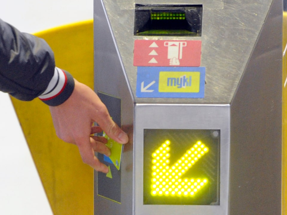 Phone and bank card payment options set to replace Victoria's Myki