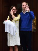 Britain's Prince William, Duke of Cambridge, and his wife Catherine, Duchess of Cambridge as they show their newly-born daughter, their second child, to the media outside the Lindo Wing at St Mary's Hospital in central London, on May 2, 2015. The Duchess of Cambridge was safely delivered of a daughter weighing 8lbs 3oz, Kensington Palace announced. The newly-born Princess of Cambridge is fourth in line to the British throne. AFP PHOTO / BEN STANSALL