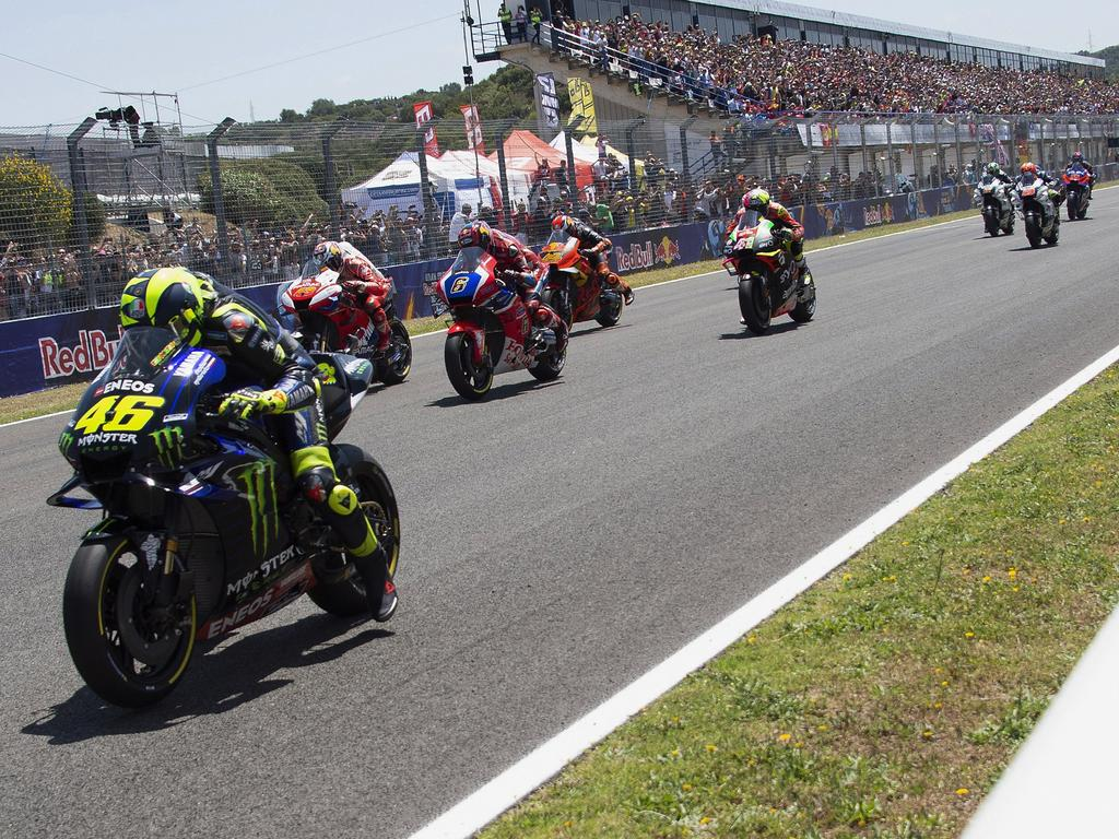 JEREZ DE LA FRONTERA, SPAIN - MAY 04: The MotoGP riders start from the grid during the MotoGp of Spain - Race at Circuito de Jerez on May 05, 2019 in Jerez de la Frontera, Spain. (Photo by Mirco Lazzari gp/Getty Images)