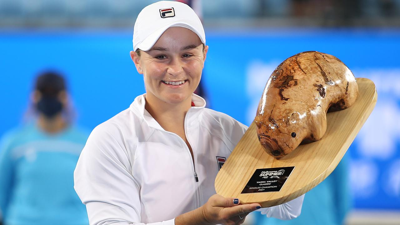 Ash Barty and her new friend. (Photo by Jack Thomas/Getty Images)