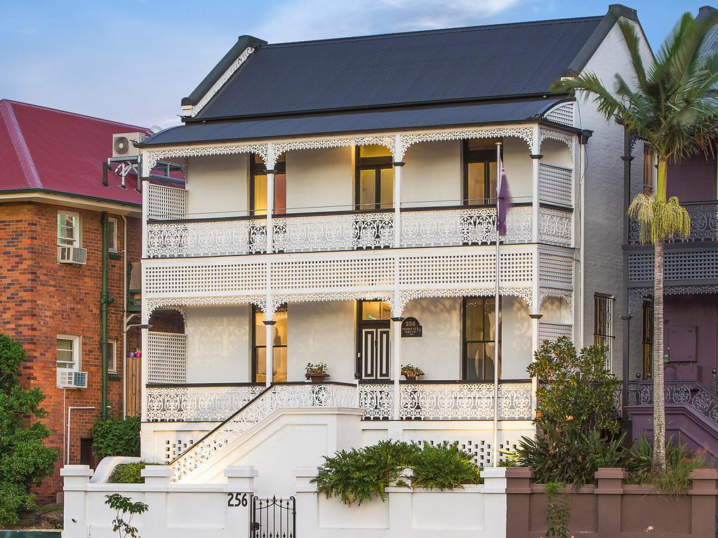 Properties of the weekend for 242 petrie terrace brisbane