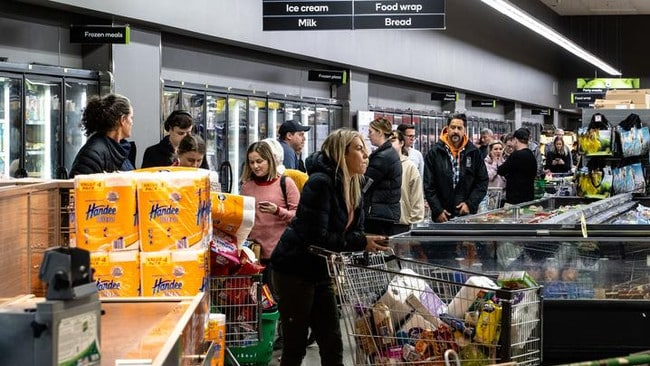 New Zealand lockdown: Panic buyers queue at Auckland supermarkets – NEWS.com.au