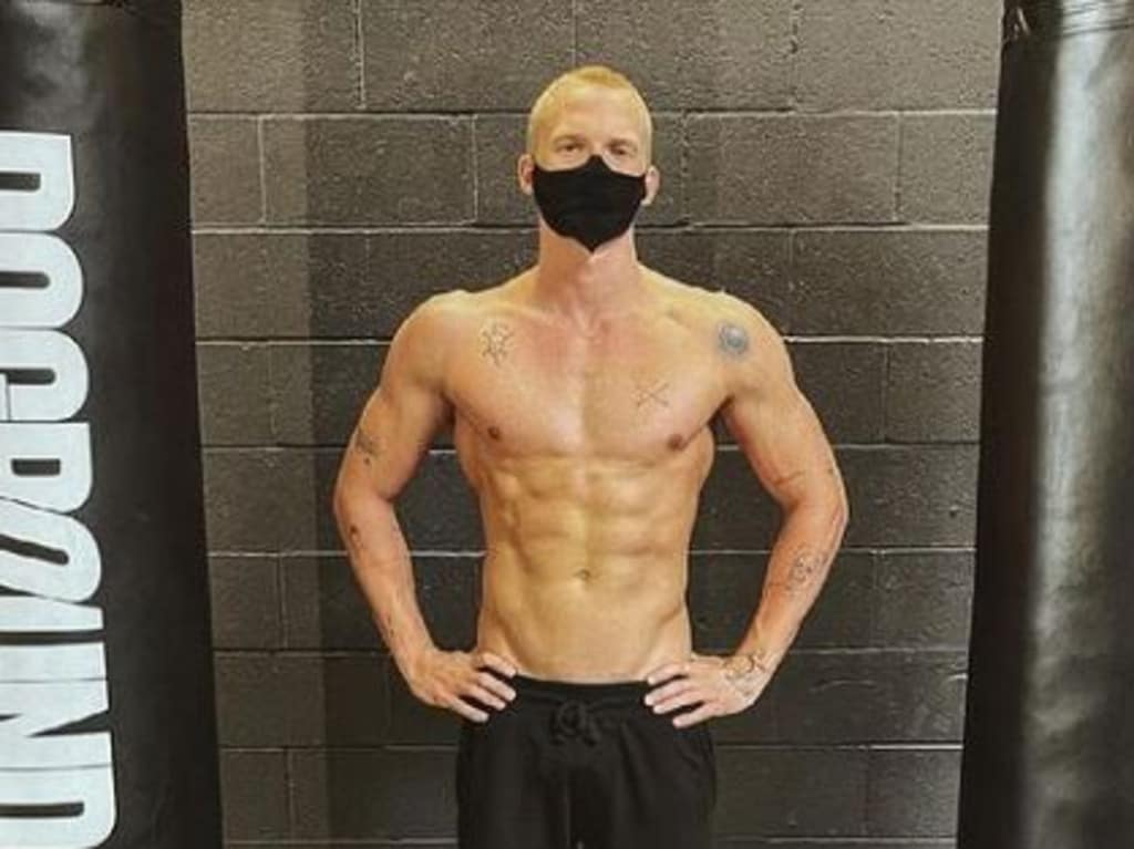 Cody Simpson shows off his incredible physique.