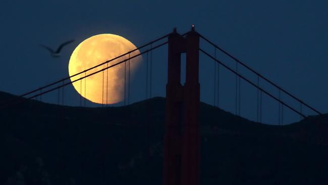 Planning to shoot the blood red moon? Here's how to do it