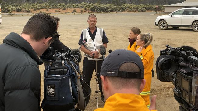 Reporters talking to Tasmanian Fire Service incident controller/deputy regional chief north Ian Bounds about the Central Highlands bushfire on Wednesday, January 23, 2019. Picture: PATRICK GEE