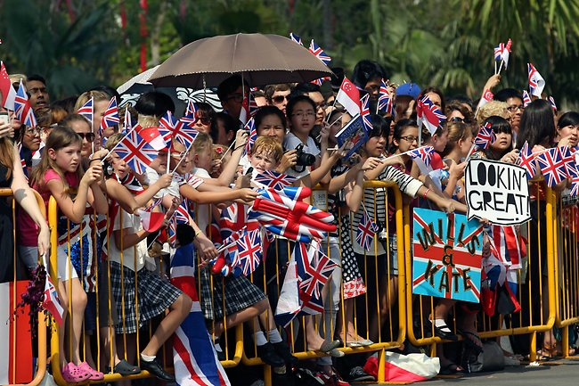 Well-wishers wait to see Britain's Prince William and his wife Catherine, the Duchess of Cambridge, as they take a tour of Gardens by the Bay in Singapore on September 12, 2012. AFP PHOTO