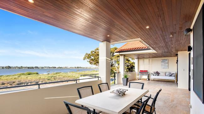 95 Captain Sturt Parade, Hindmarsh Island. Supplied by Harcourts South Coast.