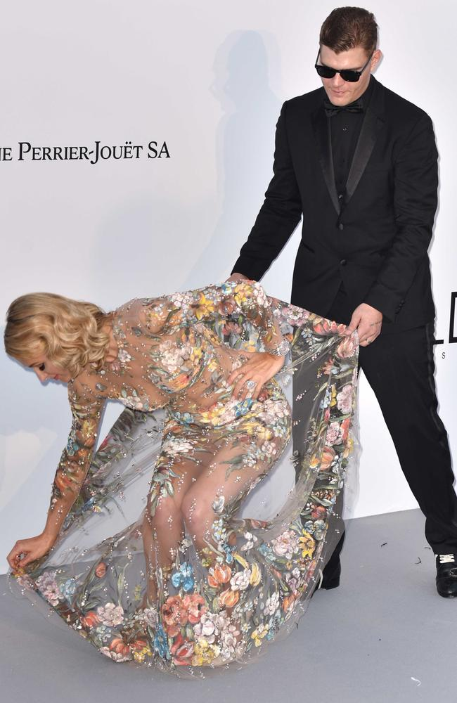 Paris Hilton's fiance Chris Zylka helped her avoid a wardrobe malfunction. Picture: Phil Loftus/Capital Pictures/MEGA