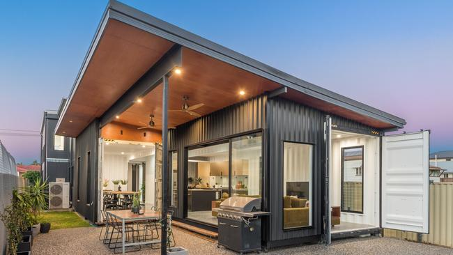 Brisbane shipping container house extension is jaw dropping - Graceville container house study case brisbane australia ...