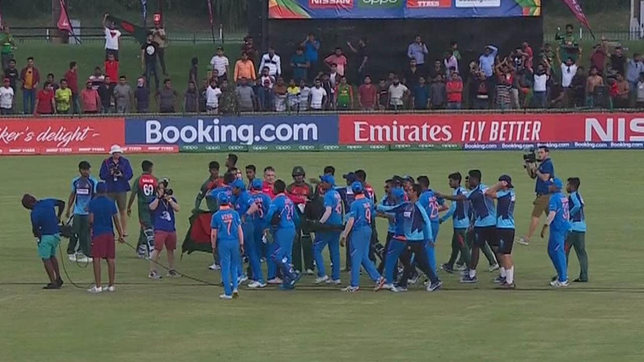 फाइनल के बाद भारत और बांग्लादेश के खिलाड़ियों में हुई लड़ाई | Twitter