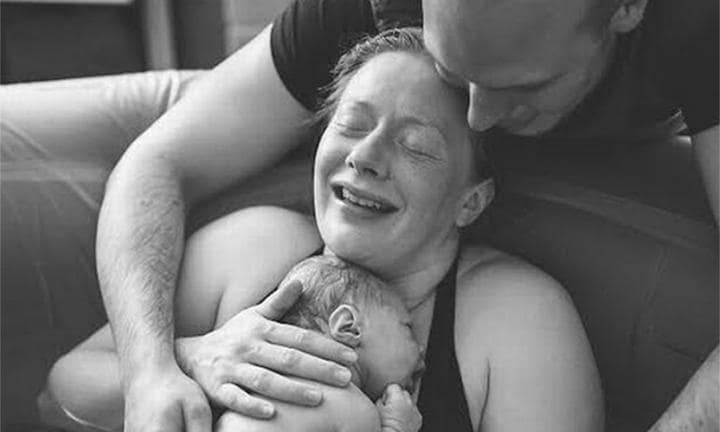 The day the birth photographer turned into the midwife