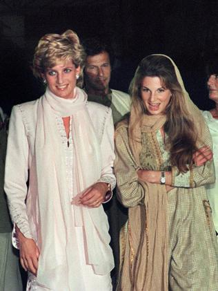 Diana arrives for dinner at a restaurant in Lahore with Jemima Khan. Photo: AFP PHOTO / SAEED KHAN