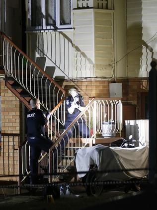 Kelvin Grove sudden death: Police investigate after man's body found