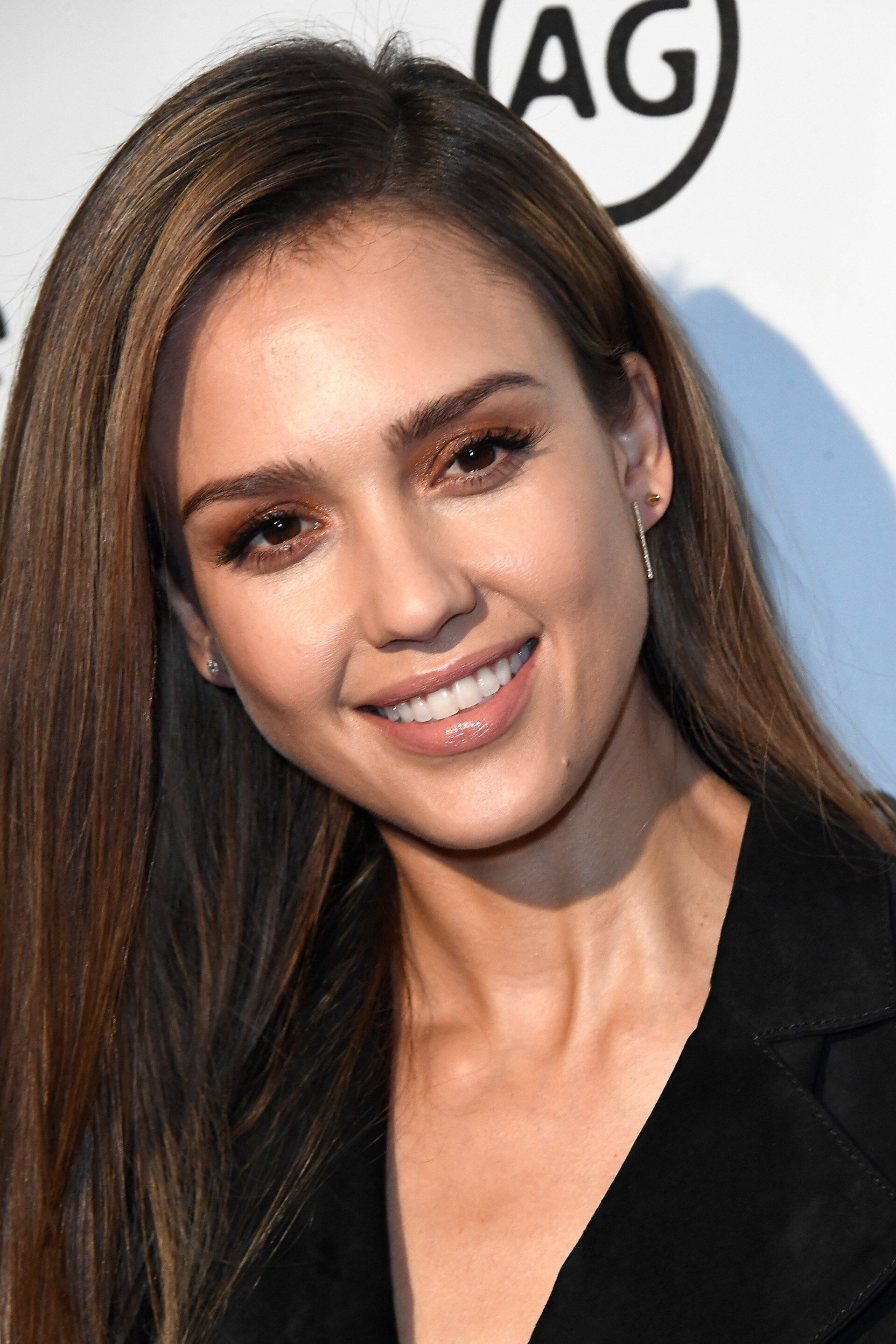 Jessica Alba S Advice For Growing Back Your Over Plucked