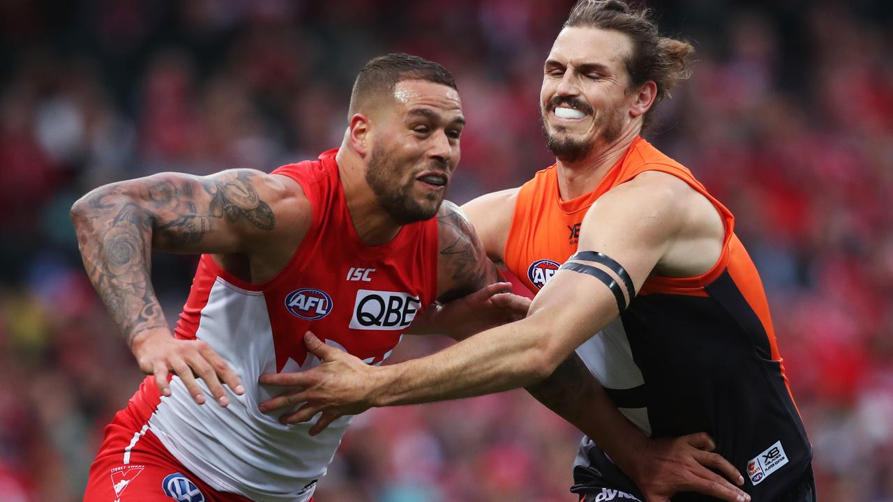 Lance Franklin and Phil Davis do battle at the SCG.