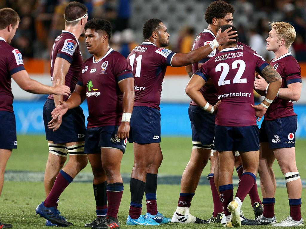 DUNEDIN, NEW ZEALAND - FEBRUARY 22: Queensland Reds players console one another after their loss to the Highlanders during the Round 2 Super Rugby match between the Otago Highlanders and Queensland Reds at Forsyth Barr Stadium on February 22, 2019 in Dunedin, New Zealand. (Photo by Dianne Manson/Getty Images)