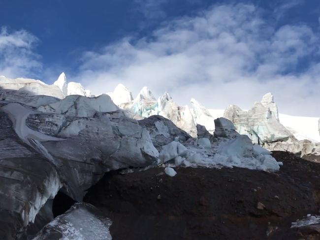 Hermoso glacier at Cayambe volcano in Ecuador is melting. Source: Tim Jarvis/25 zero.
