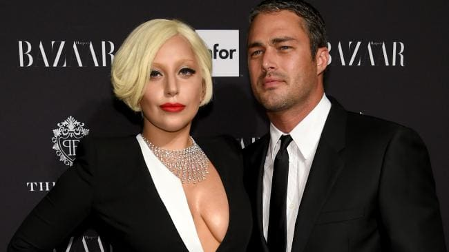 Body language experts decode Bradley Cooper and Lady Gagas chemistry.