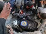 Spot News - Second Prize, Stories ©Ameer Alhalbi, Agence France-Presse Title: Rescued From the Rubble Syrian civil defence volunteers, known as the White Helmets, rescue a boy from the rubble following a reported barrel bomb attack on the Bab al-Nairab neighborhood of Aleppo on 24 November 2016.