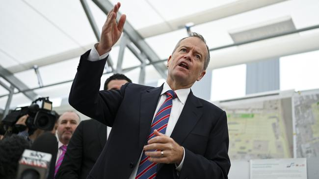 Bill Shorten speaking to construction workers in Melbourne. Picture: AAP