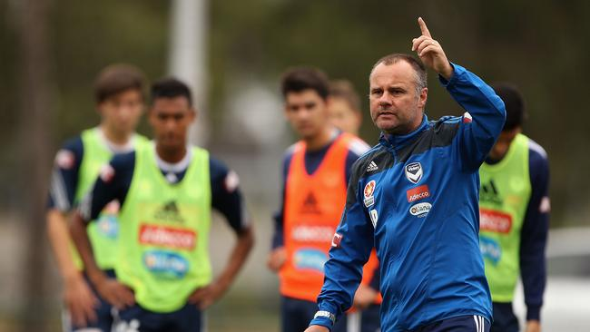 Jean-Paul de Marigny gives instructions during a Melbourne Victory A-League training session
