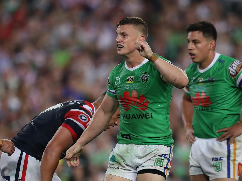 Jack Wighton mimics the referees six-again signal.