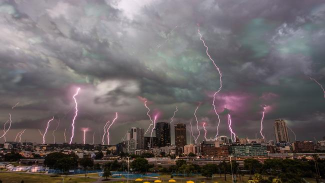 Storm chaser pictures spectacular lightning strikes during ...   Tiger Coming Out Tornado Lightning