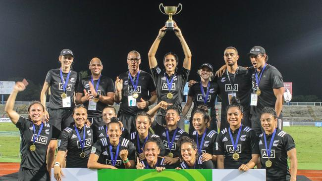 New Zealand celebrate the women's title. Photo: Oceania Rugby