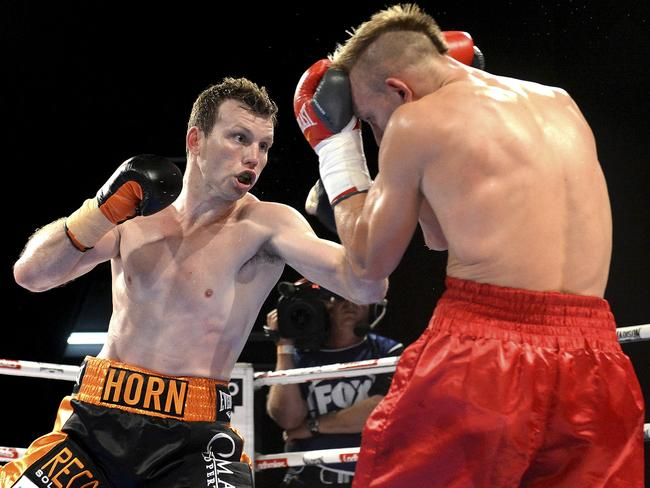 Jeff Horn (L) impressed in his last fight vs Rico Mueller. Photo: DUCO Events.