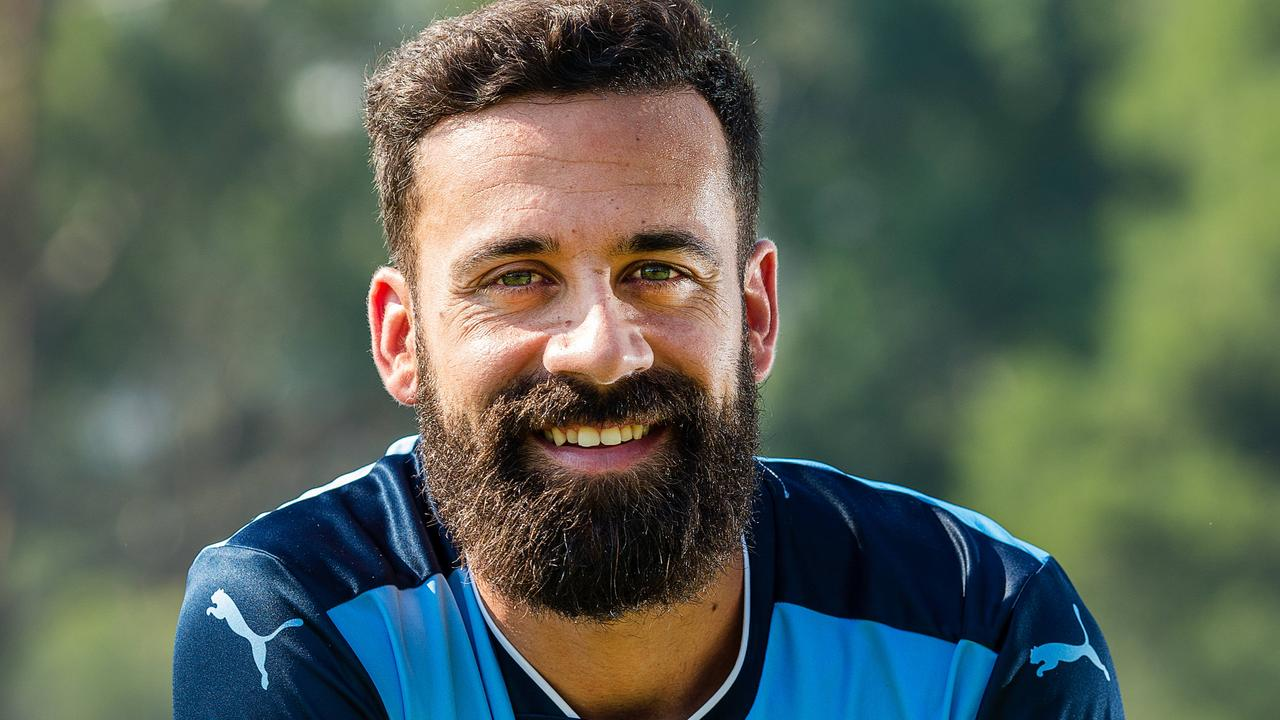 Alex Brosque has re-signed with Sydney FC.