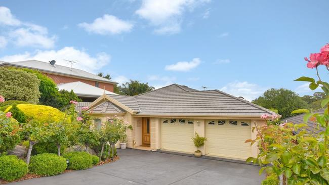 "ON THE MARKET:  <a href=""https://www.realestate.com.au/property-house-sa-flagstaff+hill-130202074"" title=""www.realestate.com.au"">36 Eucalypt Circuit, Flagstaff Hill</a> is a four-bedroom home on 513sqm, on the market with Harcourts Tagni. It is being advertised for $549,000 to $569,000."