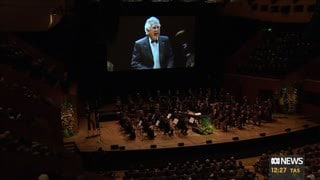 Bob Hawke conducts the Sydney Philharmonia Choirs at his memorial.