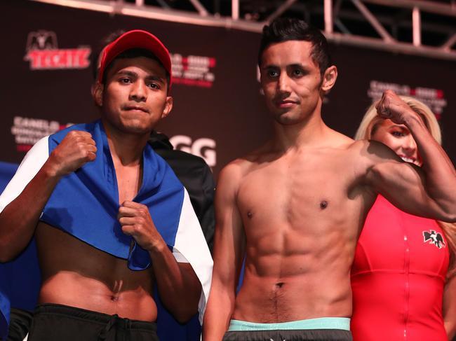 "Roman ""Chocolatito"" Gonzalez poses with Moises Fuentes."