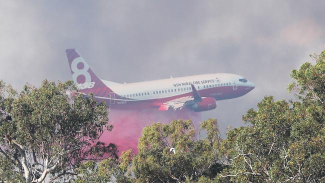 A 737 Larger Air Tanker dumped its payload in the path of the Peregian fire on the Sunshine Coast this afternoon. Picture: Peter Wallis