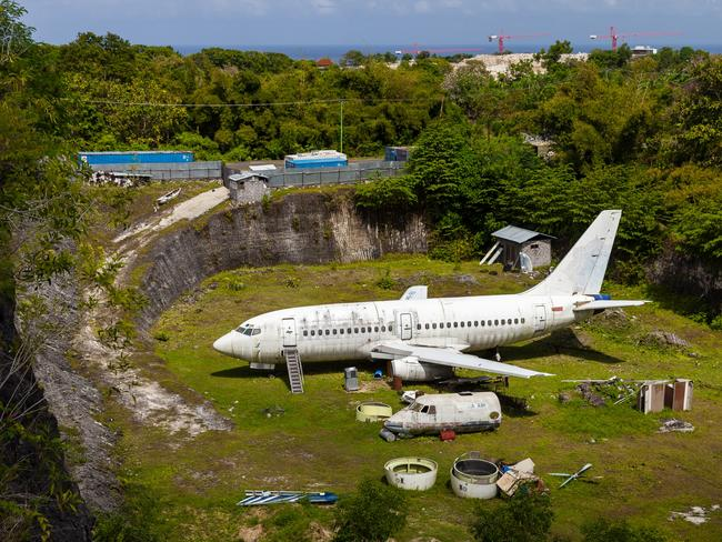 Abandoned plane photos, Bali: Anyone missing a Boeing 737?