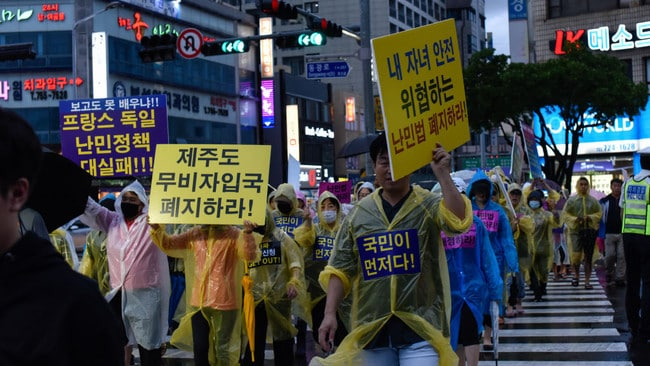 Jeju citizens have taken to the streets to protest the arrival of Yemeni refugees.