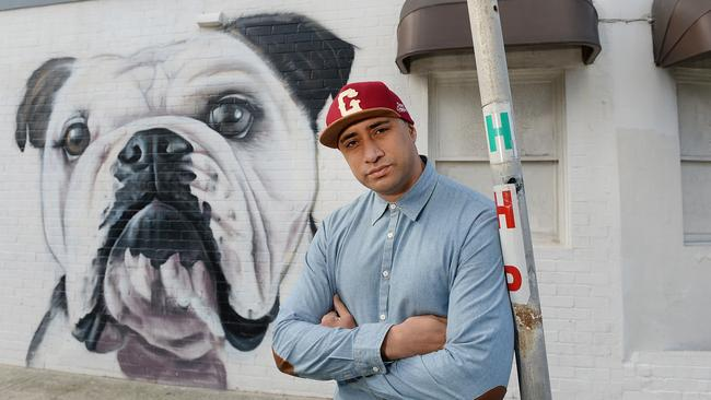 Graham Hoete with one of his popular dog portraits. This one was done in Bondi.
