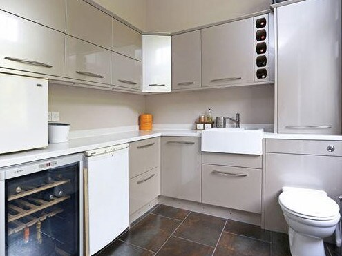 Is it a bathroom or a kitchen? Picture: terriblerealestateagentphotos.com