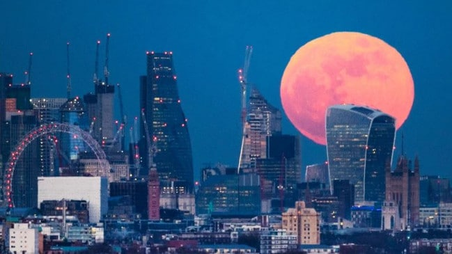 A stunning pink moon will rise on Good Friday