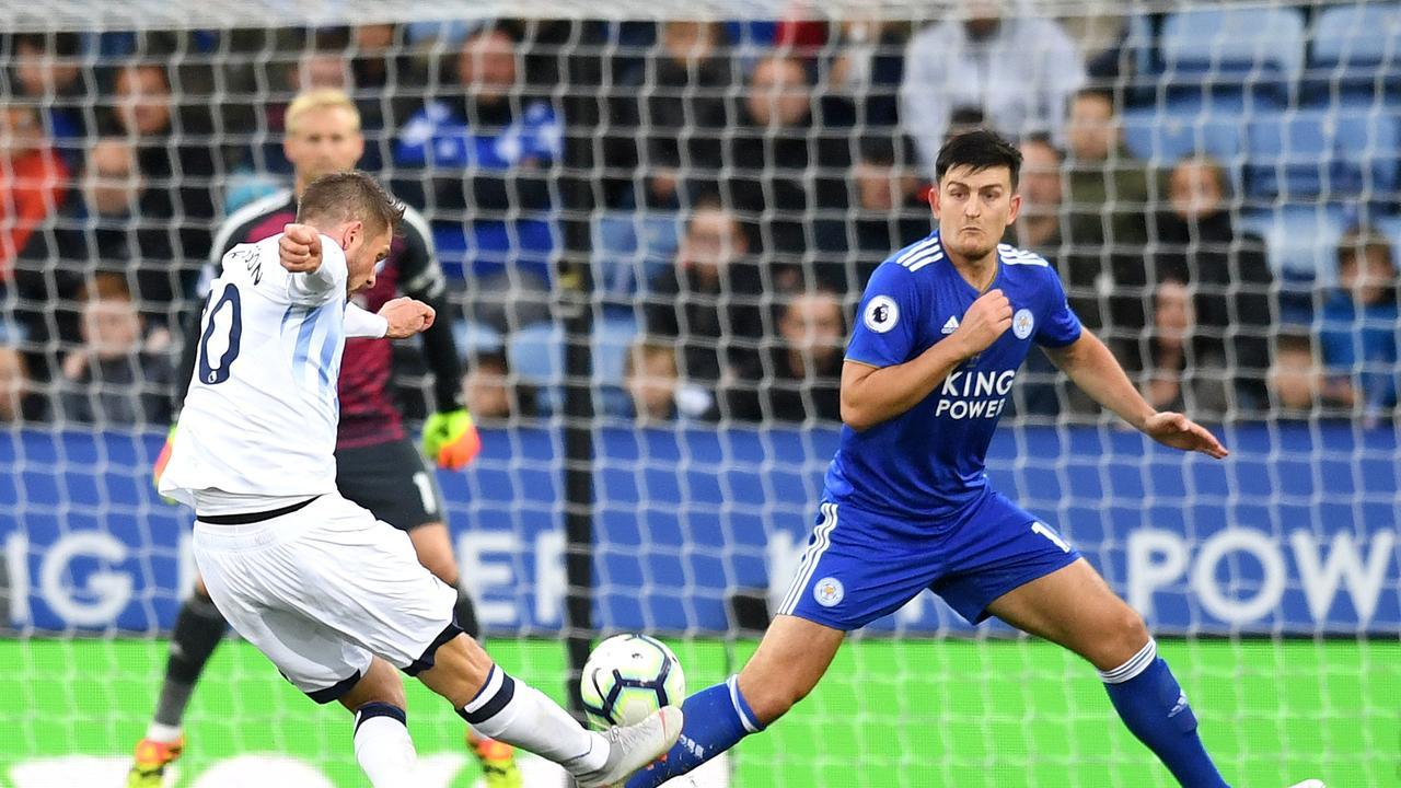 Gylfi Sigurdsson of Everton scores his team's second goal