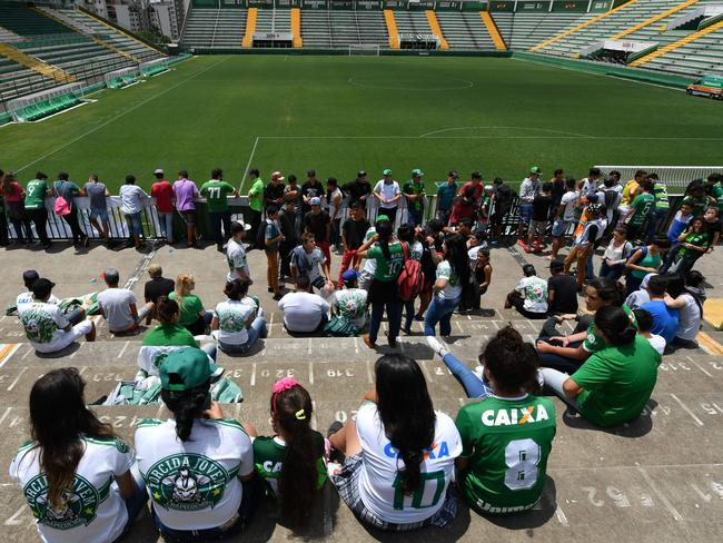 People pay tribute to the players of Brazilian team Chapecoense Real.